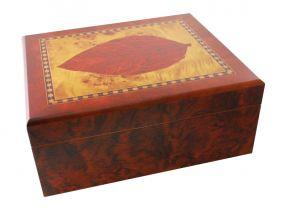 pfeifenshop: Humidor - Braun, Tabakblatt-dekor, spanischer Zeder, für 40 Zigarren